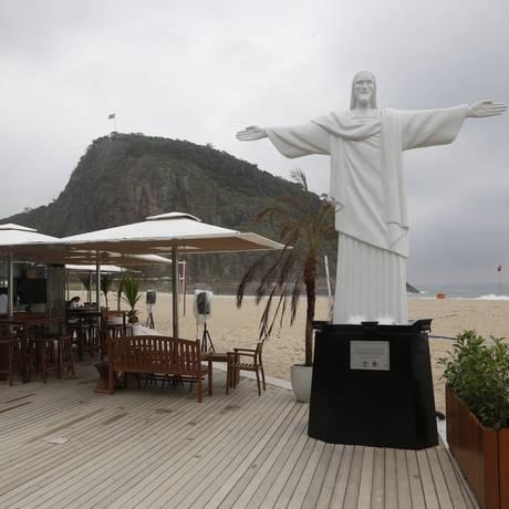 A réplica da estátua do Cristo, no Leme Foto: Antonio Scorza / Antonio Scorza