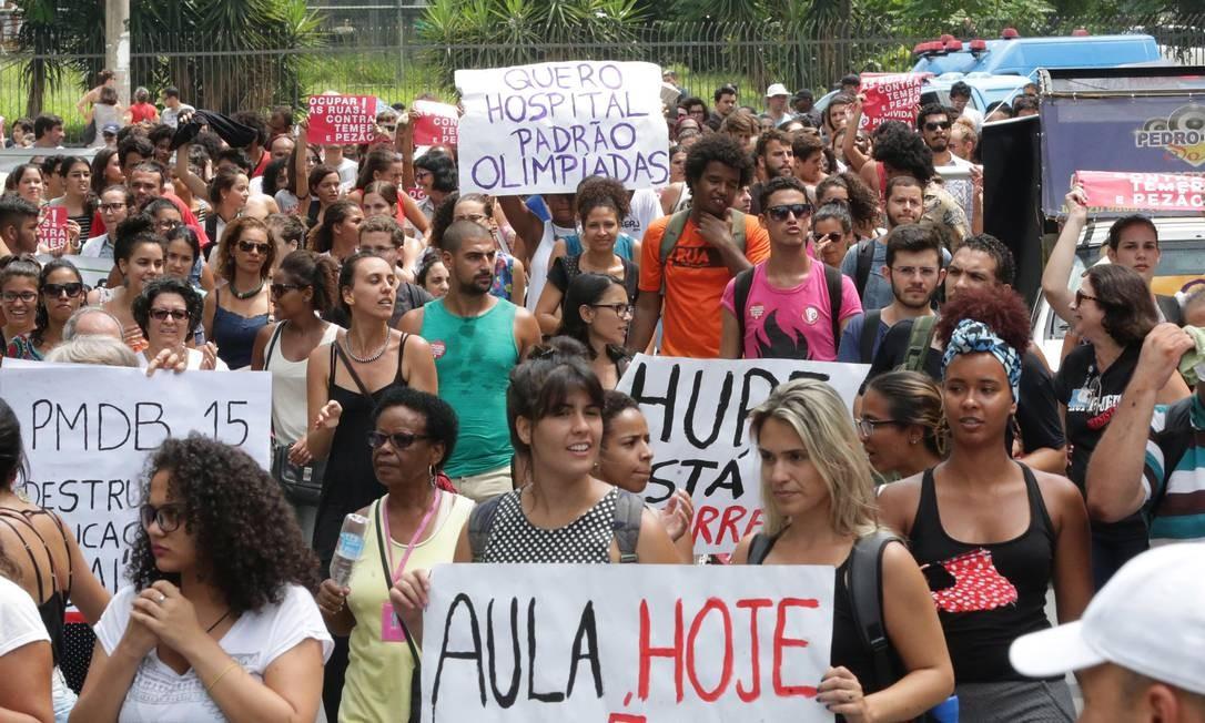 Protesto contra o abandono do Hospital Universitário Pedro Ernesto Foto: Márcio Alves - 12/01/2017 / Agência O Globo