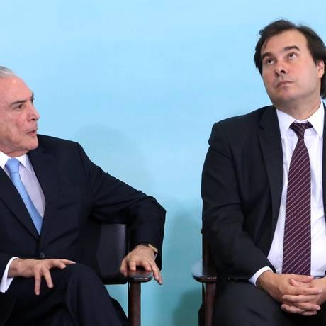 O presidente Michel Temer, ao lado do presidente da Câmara, Rodrigo Maia Foto: Givaldo Barbosa / Agência O Globo/7-6-17