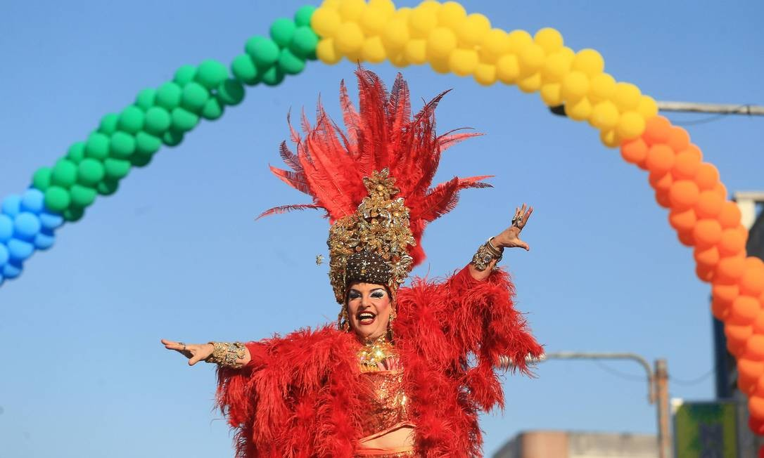 Parada Gay de Madureira, na Zona Norte Foto: Urbano Erbiste - -29/08/2015 / Agência O Globo