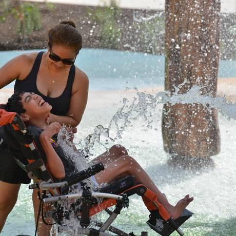 O Inspiration Island tem cadeiras de rodas à prova d'água para os visitantes Foto: Robin Jerstad/Divulgação