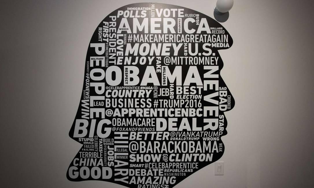 """Trump é um usuário tão assíduo do Twitter que o programa compilou os termos mais utilizados por ele numa arte. """"Obama"""", """"nunca"""" e """"EUA"""" estão entre os principais Drew Angerer / AFP"""