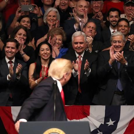 Retórica direcionada. Trump faz discurso beligerante em Miami, atendendo Foto: AFP