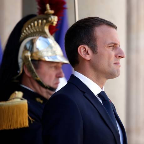 Macron acompanha cerimônia no Palácio do Eliseu: presidente terá ampla maioria no Legislativo Foto: CHRISTIAN HARTMANN / REUTERS
