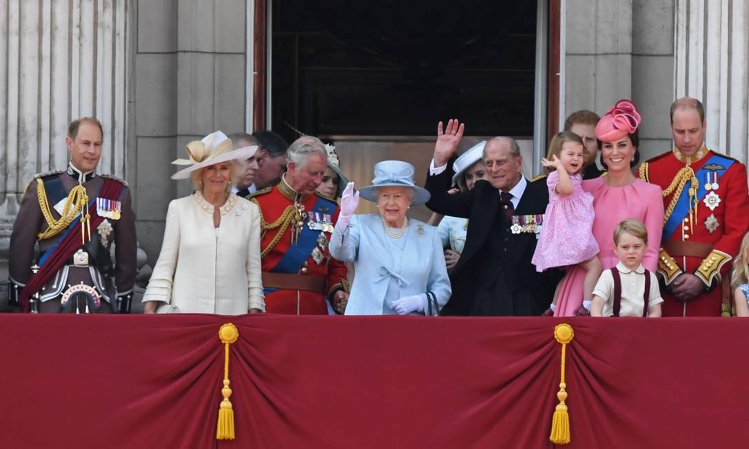 O aniversário de 91 anos da rainha Elizabeth II foi no dia 21 de abril, mas só agora, na cerimônia Trooping the Colour, que ela o celebra oficialmente, como convencionou-se. Na imagem, membros da família real. O clique foi feito neste sábado, em Londres CHRIS J RATCLIFFE / AFP