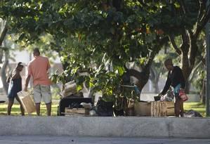 Moradores de rua abrigados na Praça Marechal Âncora Foto: Márcia Foletto / Agência O Globo