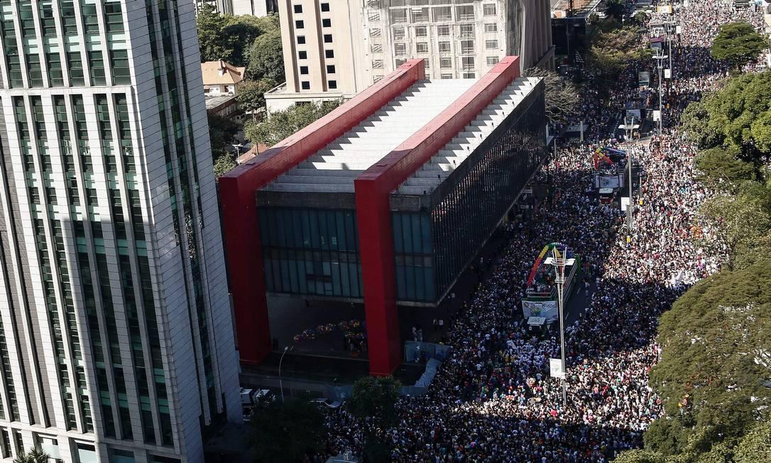 Cartão postal da cidade, a Avenida Paulista deve receber 3 milhões de pessoas neste domingo MIGUEL SCHINCARIOL / AFP