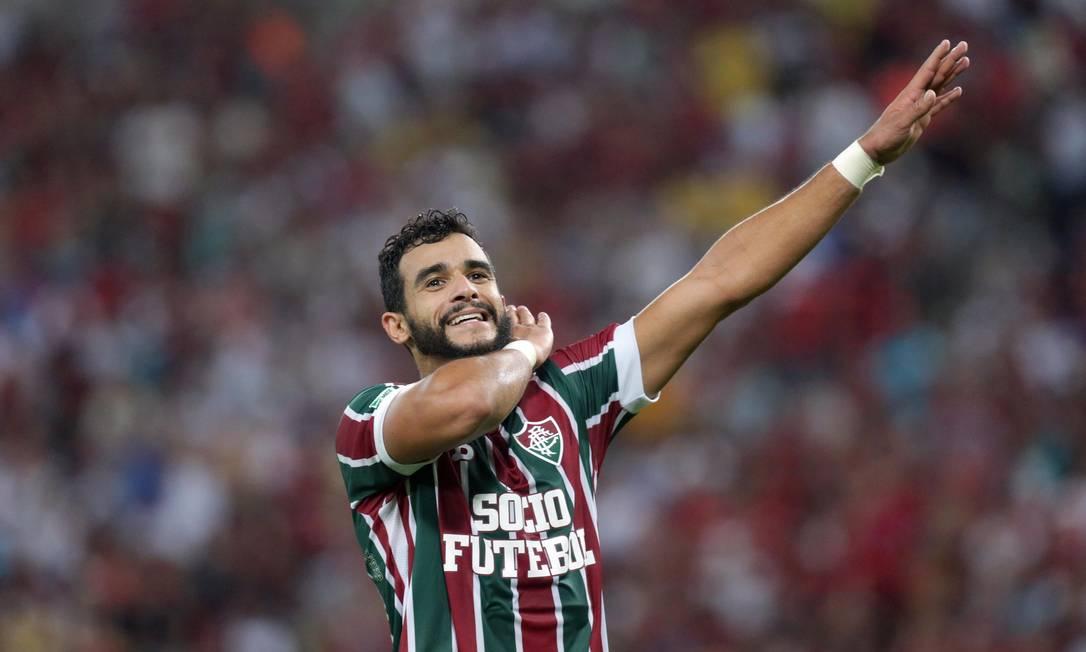 Henrique Dourado comemora o segundo gol do Flu, de pênalti Márcio Alves / Agência O Globo