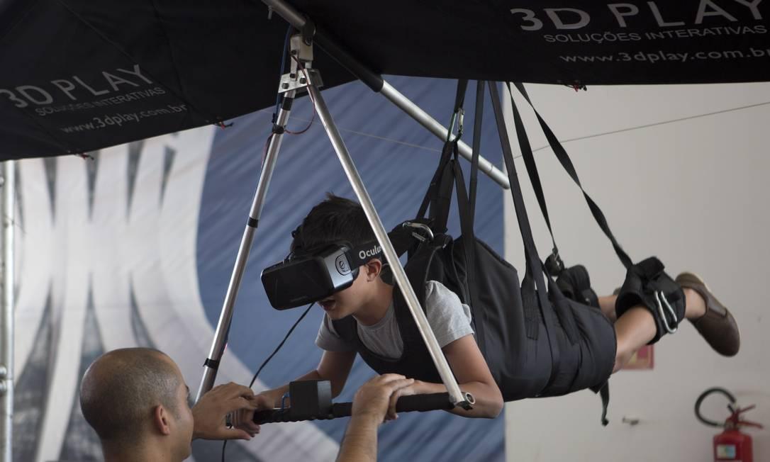 Simulador de asa delta: um dos destaques da Campus Party 2017, realizada em Brasília Michel Filho / Agência O Globo
