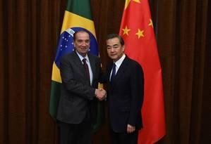 Aproximação: Aloysio Nunes se encontra com ministro do Exterior da China, Wang Yi. Objetivo é estreitar laços Foto: CHINA STRINGER NETWORK / REUTERS