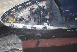 Foto mostra o dano feito ao navio cargueiro que se chocou contra o destróier americano Foto: Hitoshi Takano / AP