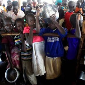 Crianças de Sudão do Sul num acampamento para refugiados em Uganda Foto: JAMES AKENA / REUTERS