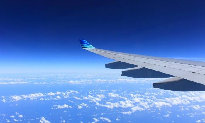 Nasce a bordo de avião e recebe bilhetes grátis para a vida