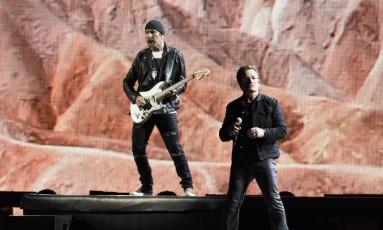 Bono Vox e o guitarrista The Edge durante apresentação no estádio Raymond James em Tampa, na Florida Foto: Chris Urso / AP