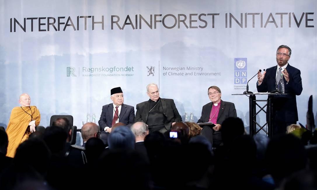 Representantes das principais religiões do mundo lançaram na Noruega iniciativa em defesa das florestas tropicais e de combate às mudanças climáticas Foto: AP/Lise Aserud