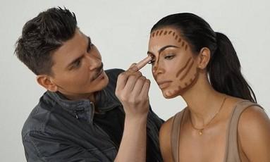 Kim Kardashian e a técnica do contorno Foto: Instagram/ KKW Beauty/