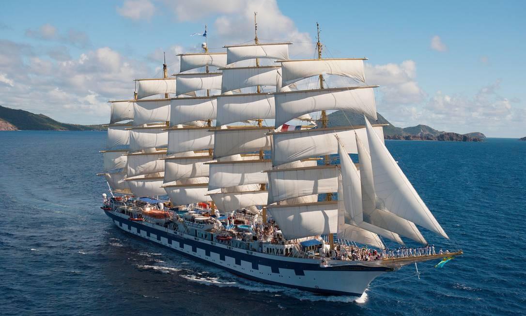 O veleiro Royal Clipper _ de cinco mastros e 42 velas, que são acionadas por 50 quilômetros de cordas (cabos, tecnicamente falando) _ tem capacidade para 227 passageiros Foto: Star Clippers / Divulgação