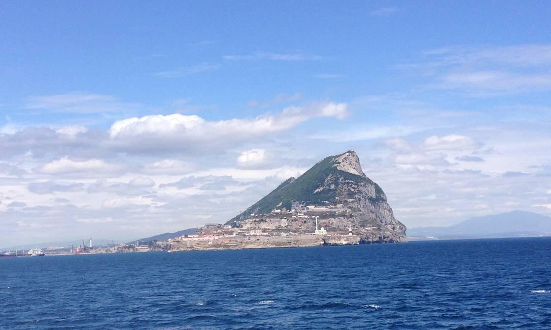 The Rock (o rochedo) é um dos apelidos da cidade de Gibraltar, um enclave do Reino Unidos em terras da Espanha Foto: Léa Cristina / Agência O Globo