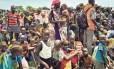 Refugiados no Sudão do Sul à espera de comida: aumento da população global trará problemas tanto na esfera ambiental quanto na social