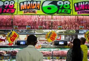 Diálogo. Supermercado em São Paulo: redes de varejo cobram compromisso público da JBS de mudar práticas Foto: Victor Moriyama / Victor Moriyama/Bloomberg/18-3-2017