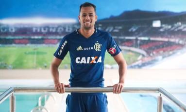 Geuvânio veste a camisa do Flamengo: principal negócio da janela chinesa, por enquanto, é uma saída Foto: Gilvan de Souza/Fa