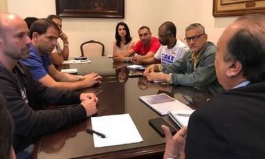 O governador Pezão em reunião com servidores Foto: Divulgação