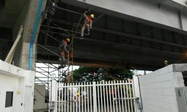 Manutenção. Operários começaram a trabalhar semana passada Foto: Foto do leitor