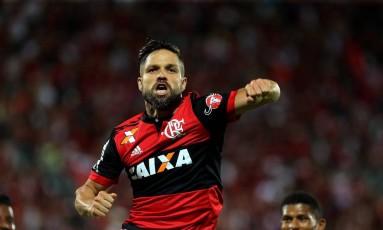 Diego comemora o primeiro gol do Flamengo Foto: Marcelo Theobald