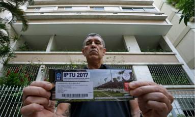 O professor Jairo Farfiães teme IPTU de seu imóvel suba em mais de 100% Foto: Márcio Alves / Agência O Globo