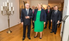 A premier da Noruega, Erna Solberg,ao lado do presidente Michel Temer, em Oslo, na Noruega Foto: Ntb Scanpix / Reuters