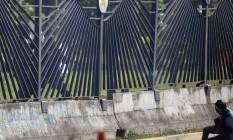 Sargento atira contra o peito do manifestante à queima-roupa, na Venezuela Foto: FEDERICO PARRA / AFP