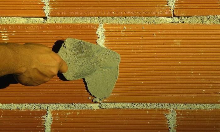 Cimento é um dos itens que teve deflação Foto: Mônica Imbuzeiro / Agência O Globo