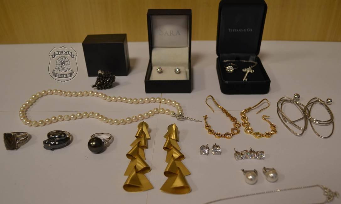 Peças apreendidas na busca por joias de Adriana Ancelmo Foto: Divulgação da PF