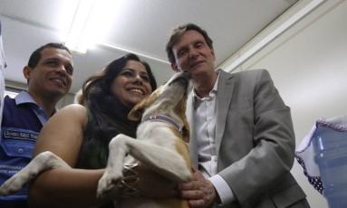 Marcelo Crivella inaugura, em Bangu, o primeiro posto de saúde animal da cidade Foto: Custódio Coimbra / Agência O Globo
