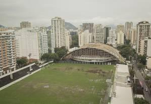 Precário. Campo do Botafogo está em péssimo estado de conservação: há um ano, clube desistiu de investir no local . Foto: Analice Paron / Agência O Globo