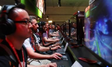 Exposição de video games em Los Angeles, na Califórnia Foto: MIKE BLAKE / REUTERS