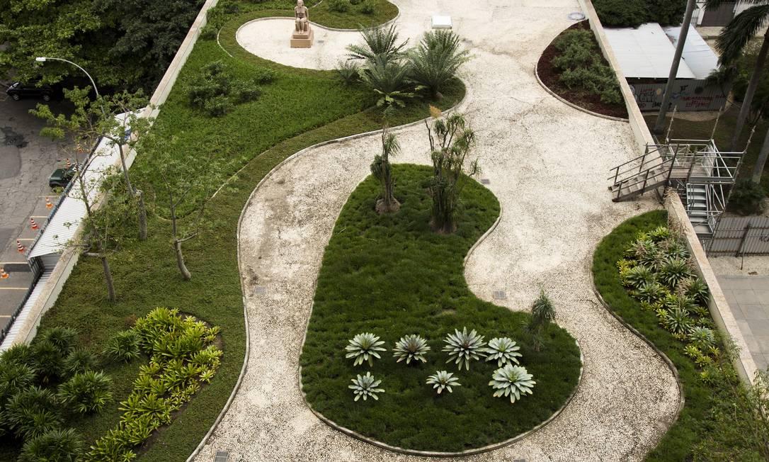 Jardins do Palácio Capanema, no Centro do Rio Monica Imbuzeiro / Agência O Globo