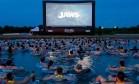 'Drive in' de 'Tubarão' põe espectadores com boia na água Foto: Divulgação