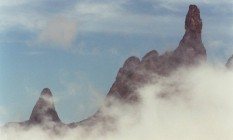 O Dedo de Deus, no Parque Nacional da Serra dos Órgãos, é um dos cartões postais da região Foto: Berg Silva / Agência O Globo