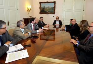 Governador Pezão em reunião com representantes do TCE, TJ e MP Foto: Carlos Magno / Divulgação