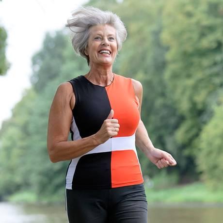 A prática que reúne cada vez mais adeptos exige cuidados com a pele para não acelerar o envelhecimento Foto: Divulgação/Mixed
