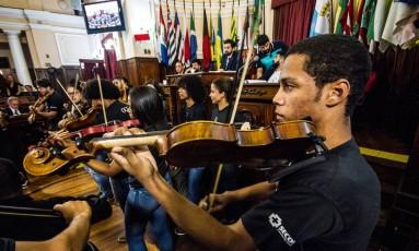 Orquestra de Cordas da Grota se apresentou durante audiência pública Foto: Rececca Belchior / UJS - Niterói