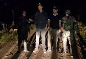 Os jornalistas Derk Johannes Bolt e Eugenio Ernest Marie Follender foram libertados pelo Exército de Libertação Nacional Foto: HO / AFP