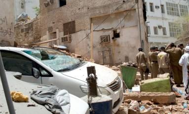 Após ser cercado por policiais, homem-bomba detonou os explosivos que carregava, ferindo seis peregrinos e cinco policiais Foto: HO / AFP