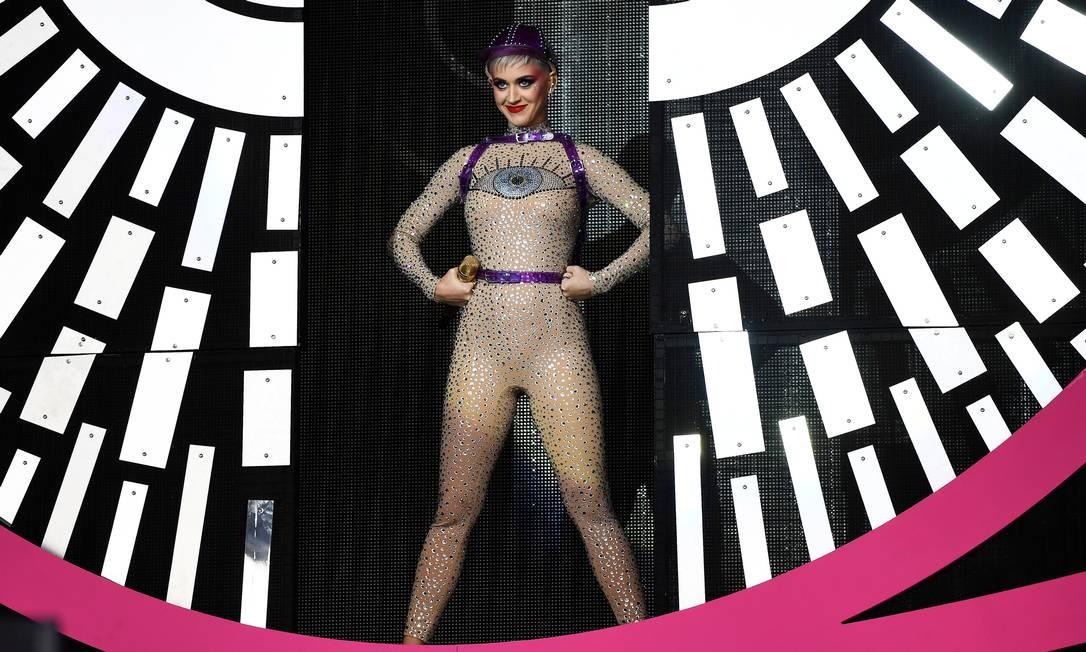 Katy Perry durante sua performance no Glastonbury Foto: DYLAN MARTINEZ / REUTERS