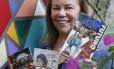 Memórias. A aposentada Ester Borborema exibe seus trabalhos Foto: Agência O Globo