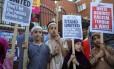 Tempos difíceis. Crianças londrinas pedem união contra o racismo em Londres após atentado em Finsbury Park Foto: MARKO DJURICA / Marko Djurica/REUTERS