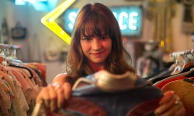 Britt Robertson vive a empresária Sophia Marlowe em 'Girlboss' Foto: Karen Ballard / Divulgação