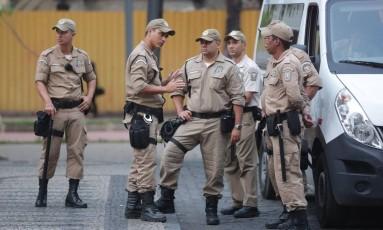 Guardas municipais do Rio Foto: Márcio Alves / Agência O Globo