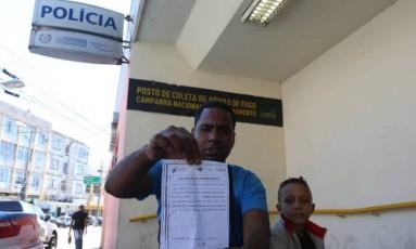 Deivison dos Santos Ferreira discutiu com enfermeira após horas de espera para atendimento Foto: Fabiano Rocha / Agência O Globo